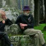Yves Donval et Gérard Bazile, regardant la scène de tournage de loin (c) Sylvie Robin